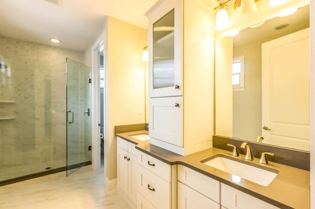 lyman-paired-villas-master bathroom_1200-1024x682